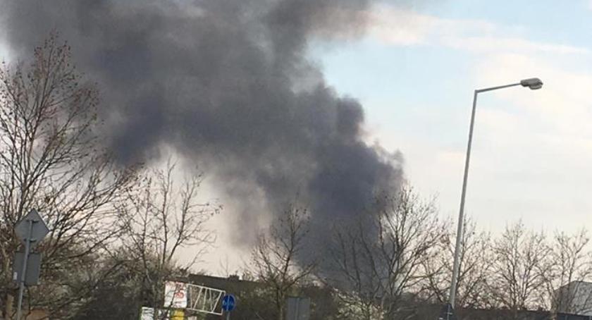Pożary, Potężny pożar okolicach stadionu - zdjęcie, fotografia