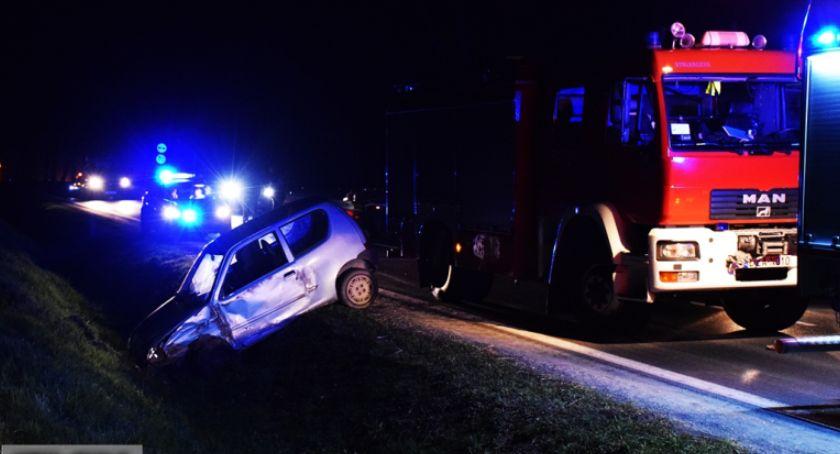 Wypadki drogowe, zderzyły drodze krajowej - zdjęcie, fotografia