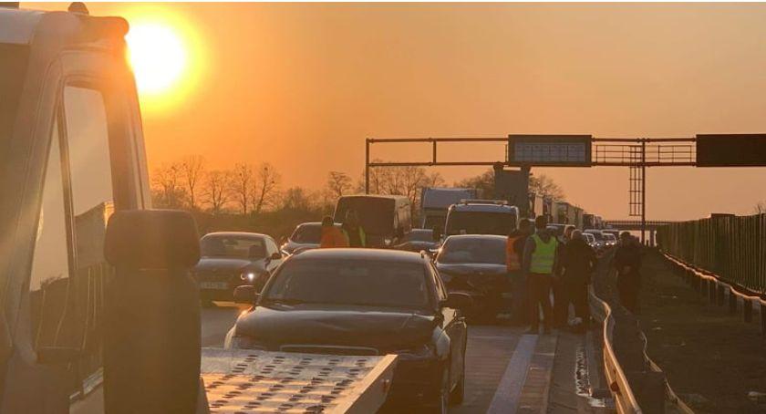 Autostrada A4, Zderzenie trzech samochodów autostradzie - zdjęcie, fotografia
