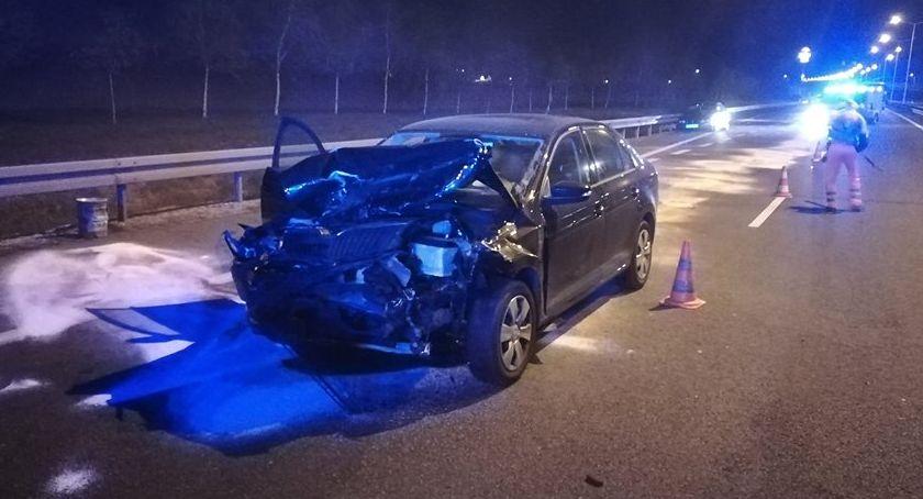 Wypadki drogowe, Nocny wypadek kierowca zasnął - zdjęcie, fotografia