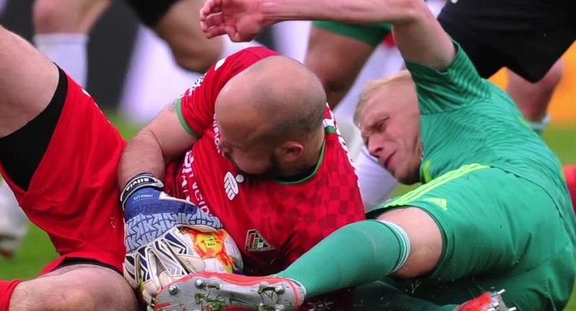 Piłka nożna, Śląsk lepszy Zagłębia starciu czerwonych latarni - zdjęcie, fotografia