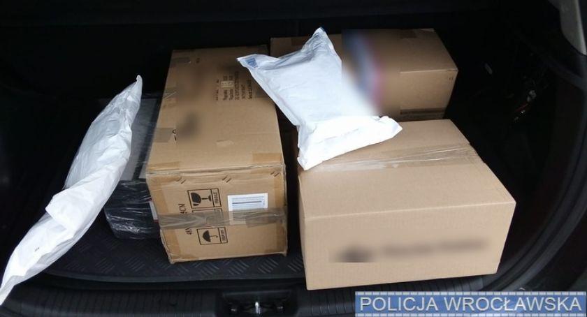 Kronika kryminalna, Oszustka internetowa zatrzymana przez policjantów gorącym uczynku - zdjęcie, fotografia