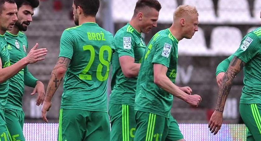 Piłka nożna, Śląsk punktuje pewny utrzymania - zdjęcie, fotografia