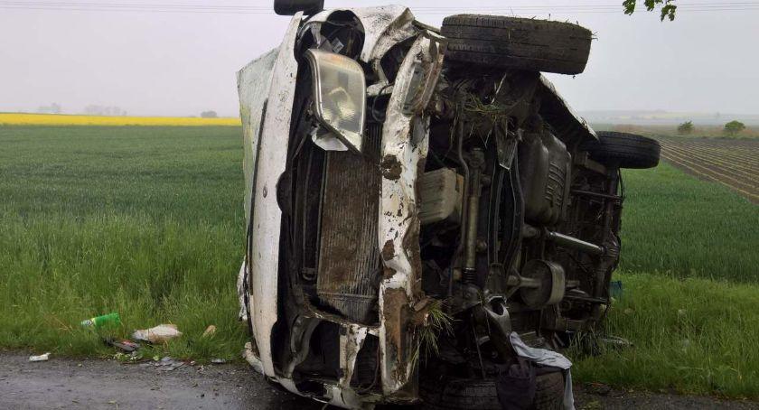 Wypadki drogowe, Dachowanie - zdjęcie, fotografia