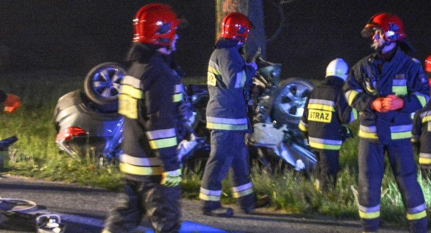 Wypadki drogowe, Koszmarny wypadek Oleśnicą Zginął młody mężczyzna - zdjęcie, fotografia