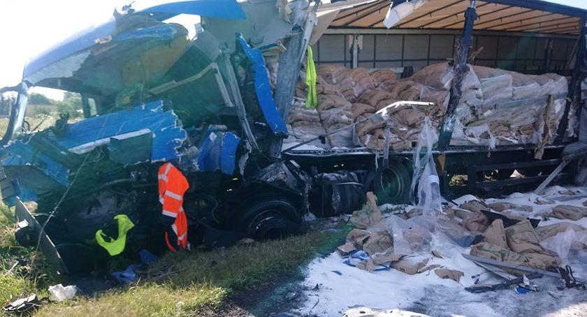 Wypadki drogowe, Zderzenie dwóch ciężarówek - zdjęcie, fotografia