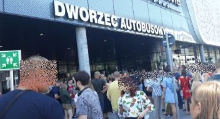 Interwencje, Pijani Ukraińcy spowodowali ewakuację Wroclavii - zdjęcie, fotografia