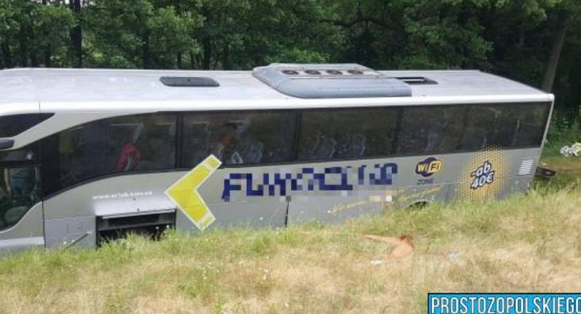Autostrada A4, Wypadek ukraińskiego autokaru Lądowały śmigłowce - zdjęcie, fotografia