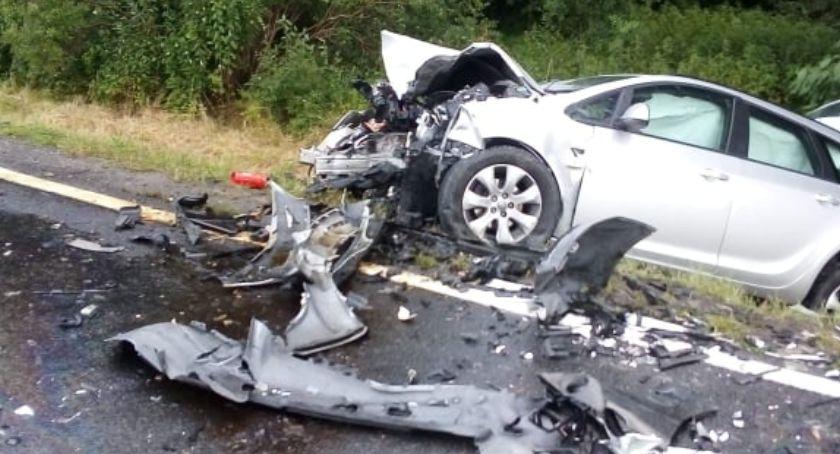 Wypadki drogowe, Zderzenie dwóch samochodów Mirosławicami - zdjęcie, fotografia