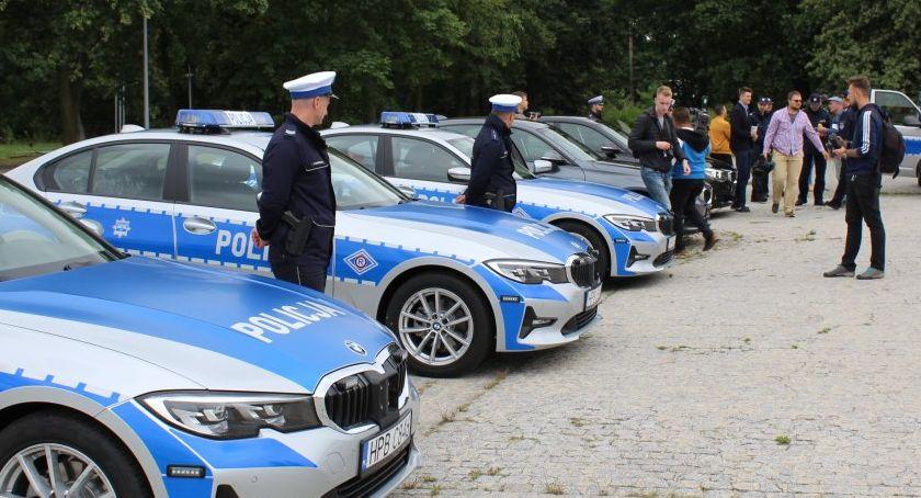 Policja - Komunikaty, samochody dolnośląskiej policji - zdjęcie, fotografia