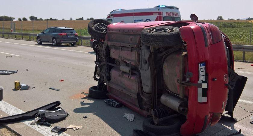 Autostrada A4, Toyota dachowała autostradzie - zdjęcie, fotografia