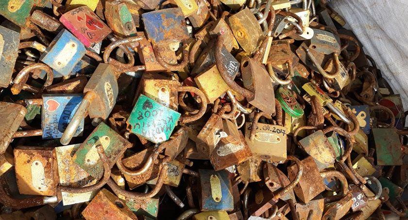 Miasto, mostu Tumskiego zdjęto kłódek - zdjęcie, fotografia