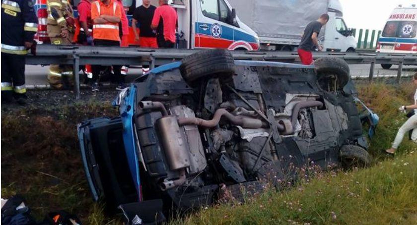 Autostrada A4, autostradzie wypadło drogi dachowało - zdjęcie, fotografia
