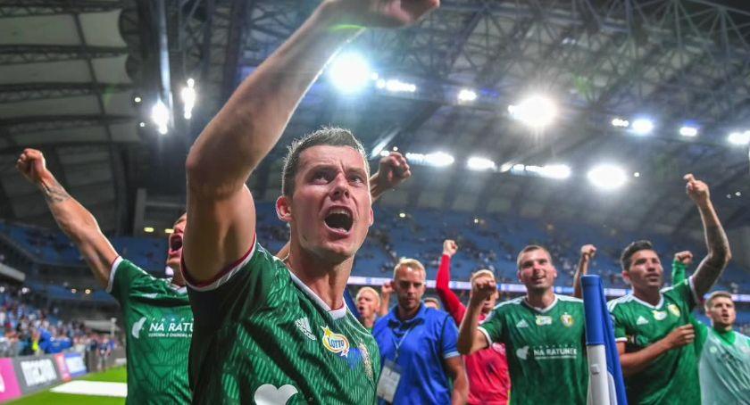 Piłka nożna, Pierwsza porażka Lecha Poznań sezonie Kolejorz uległ Śląskowi Wrocław - zdjęcie, fotografia