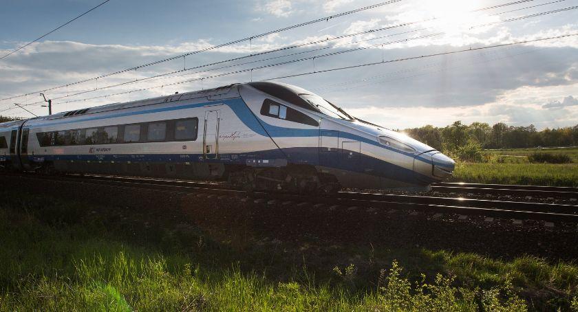 Komunikacja, Więcej pociągów Intercity Warszawy Wrocławia Kielc Radomia - zdjęcie, fotografia