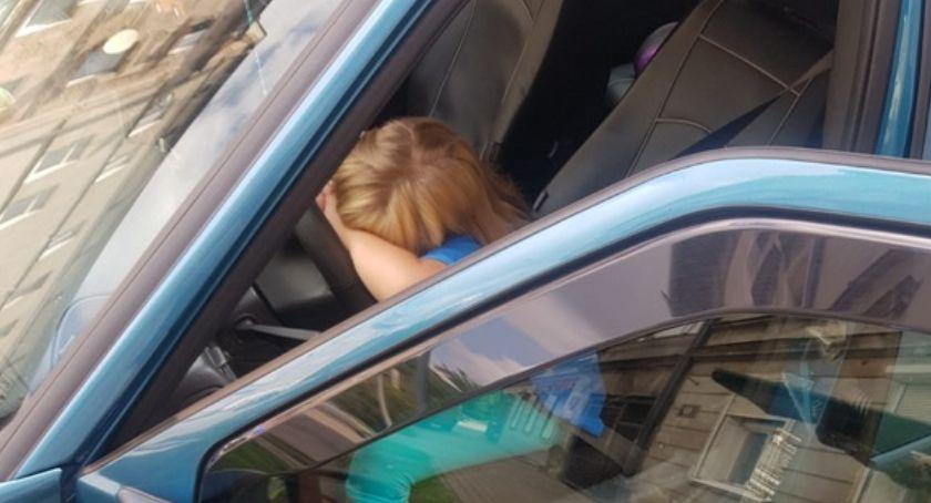 Z ostatniej chwili, letnia dziewczynka samochodem ruszyła podróż - zdjęcie, fotografia