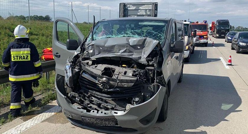 Autostrada A4, zderzył autem ciężarowym - zdjęcie, fotografia