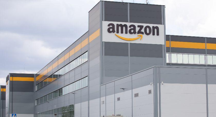 Biznes, ponad 100000 osób odwiedziło centra logistyki Amazon wEuropie 10000 Polsce - zdjęcie, fotografia