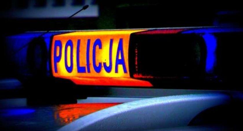 Wypadki drogowe, Samochodem uderzył drzewo pojechał dalej Namierzyli policjanci okazało ponad promila alkoholu organizmie - zdjęcie, fotografia