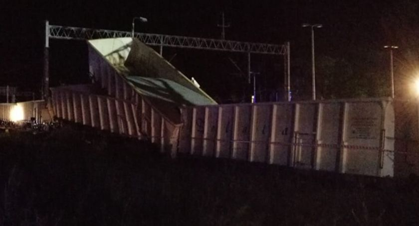 Wypadki drogowe, Malczycach wykoleił pociąg towarowy - zdjęcie, fotografia