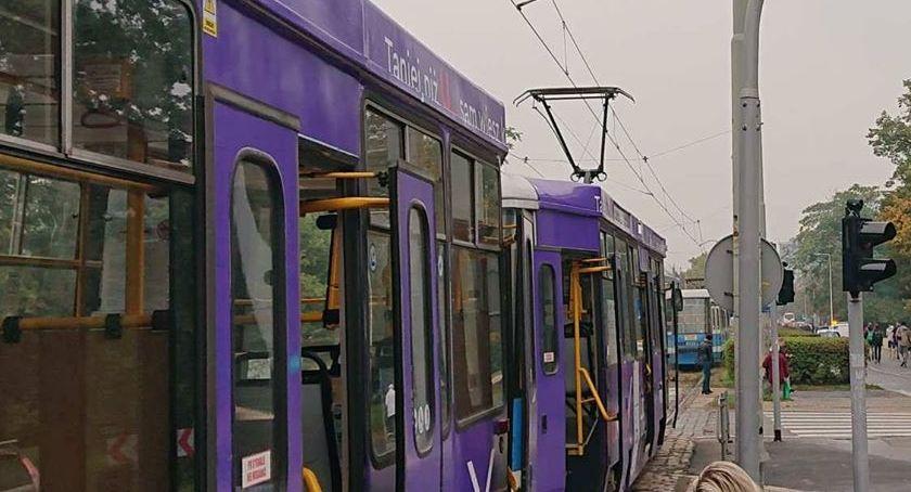 Komunikacja, Rondzie Powstańców Śląskich stanęły tramwaje - zdjęcie, fotografia