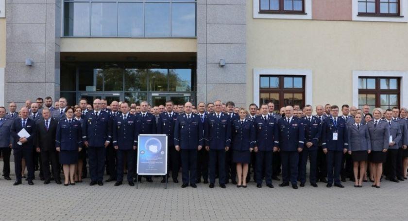 Policja - Komunikaty, trzeci działania Krajowej Zagrożeń Bezpieczeństwa Wrocławianie zgłaszają najczęściej - zdjęcie, fotografia