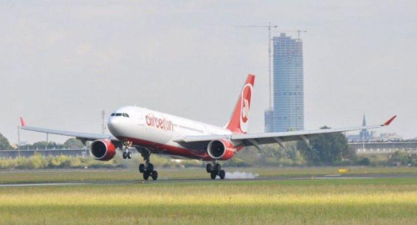 Komunikacja, Lotnisko obsłużyło prawie pasażerów - zdjęcie, fotografia
