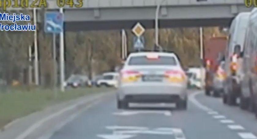 Kronika kryminalna, chciał czekać kierowcy więc postanowił ominąć korek video - zdjęcie, fotografia