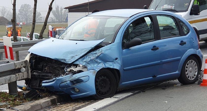 Wypadki drogowe, Zderzenie zjeździe autostrady Kostomłotach - zdjęcie, fotografia