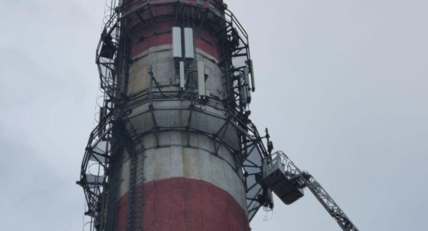 Kronika kryminalna, Wszedł metrowy komin grożąc popełnieniem samobójstwa - zdjęcie, fotografia
