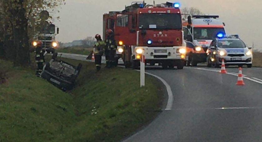 Wypadki drogowe, Dachowanie drodze Wrocław Strzelin - zdjęcie, fotografia