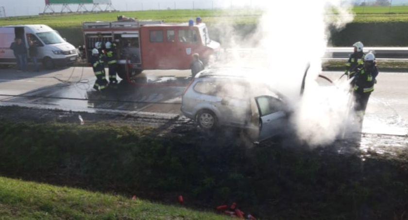 Autostrada A4, autostradzie zapalił samochód osobowy - zdjęcie, fotografia