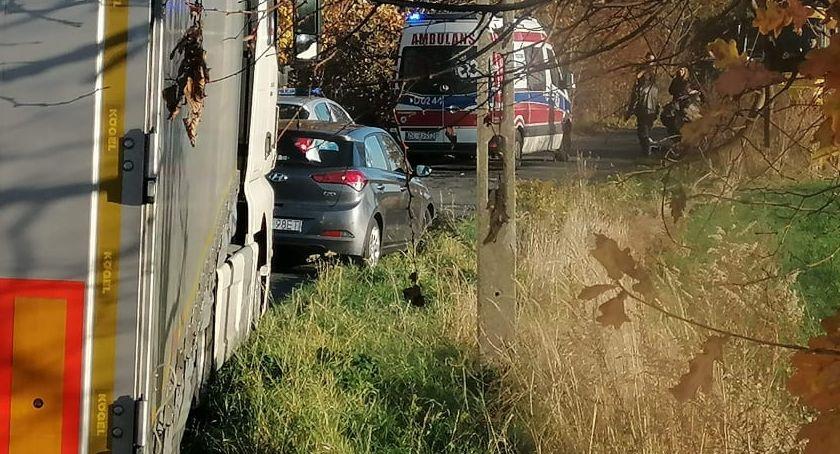 Wypadki drogowe, Potrącenie starszej kobiety - zdjęcie, fotografia
