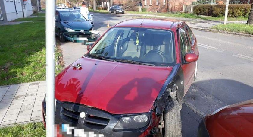 Wypadki drogowe, Kolizja trzech pojazdów Brochowie - zdjęcie, fotografia