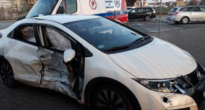 Wypadki drogowe, Wypadek skrzyżowaniu Osobowickiej Bałtycką - zdjęcie, fotografia