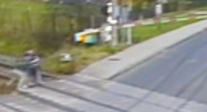 Interwencje, Postawa godna naśladowania policjanci świadkiem zdarzenia uratowali mężczyznę leżącego torach kolejowych - zdjęcie, fotografia