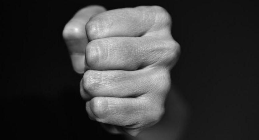 Społeczeństwo, Osiem historii osiem wyzwań akcji przeciw przemocy wobec kobiet - zdjęcie, fotografia