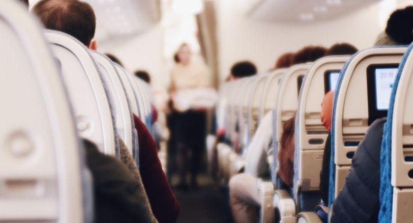 Komunikacja, Przedświąteczne podróże pamiętać lecąc pierwszy samolotem - zdjęcie, fotografia