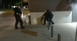 Wymachiwał nożem i groził przechodniom – zarzuty dla mężczyzny obezwładnionego i zatrzymanego przez