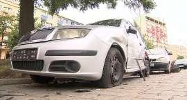 Jechał pijany i zniszczył 8 zaparkowanych aut.