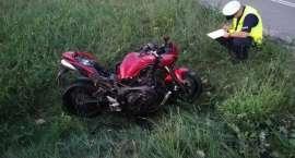 Pijany motocyklista nie panując nad swoją maszyną wywrócił się i zjechał z estakady