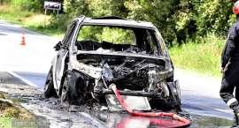 Pod Ząbkowicami doszczętnie spłonął samochód osobowy