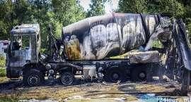 Kierowca porażony prądem i doszczętnie spalony samochód. W Jeleniej Górze spłonęła betoniarka