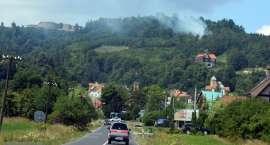 Pożar traw wokół twierdzy Srebrna Góra