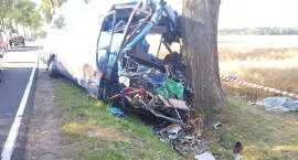 Zderzenie autobusu z ciągnikiem. Jedna osoba zginęła, kilka jest rannych