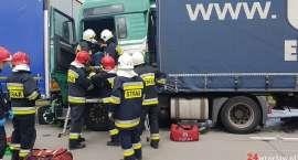 Zderzenie dwóch ciężarówek na A4. Lądował śmigłowiec LPR