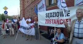 Protest KOD przed sądem we Wrocławiu