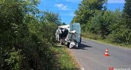 Bus rozerwany po zderzeniu z autem ciężarowym