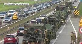 Problemy kolumny amerykańskiego wojska. Awaria ciężarówki i przewrócony bus zablokowały trasę przeja