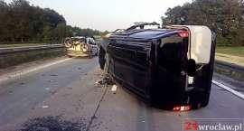 Bus uderzył w tył ciężarówki na autostradzie A4